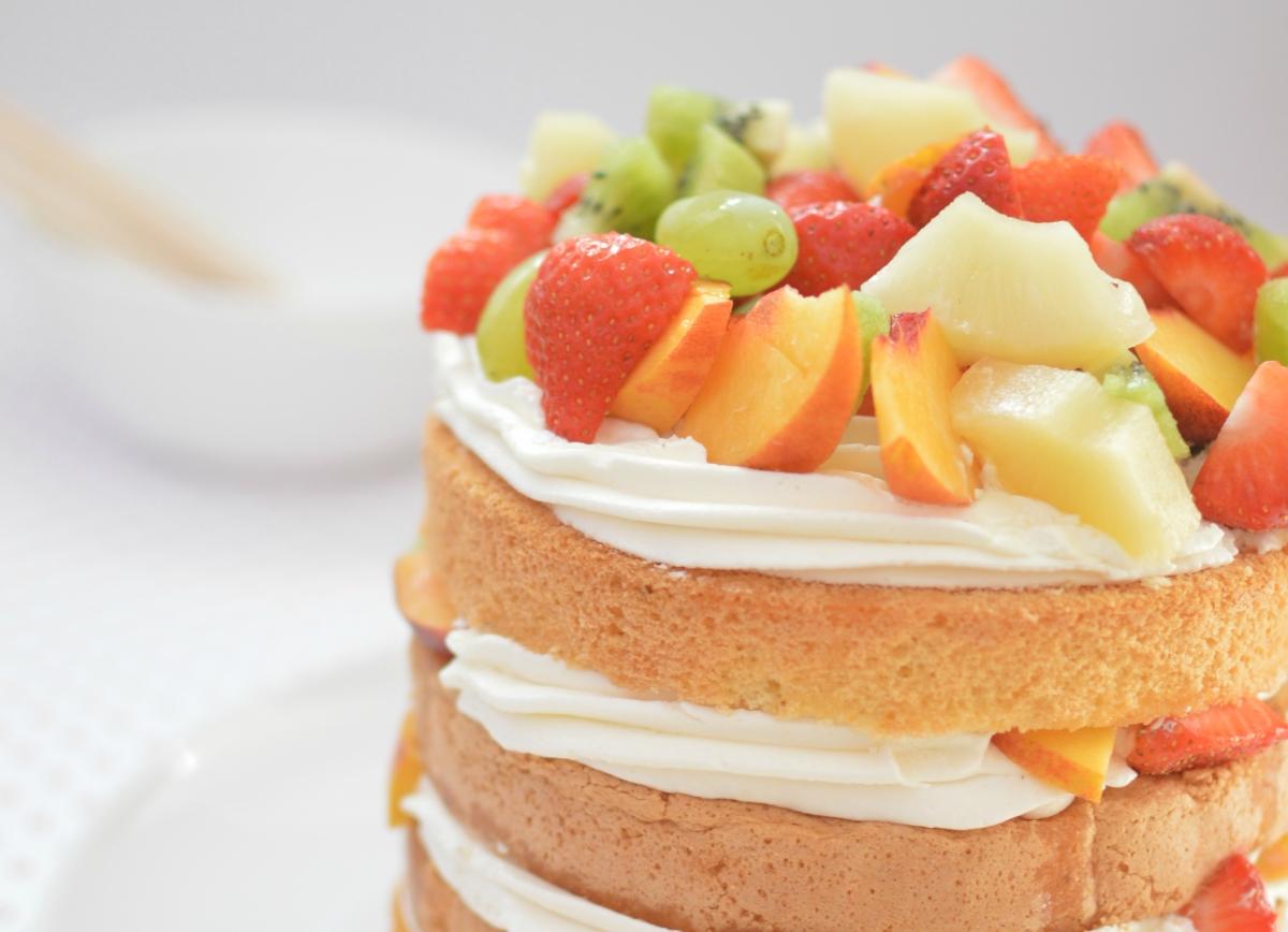 Δροσερή τούρτα με φρέσκα φρούτα